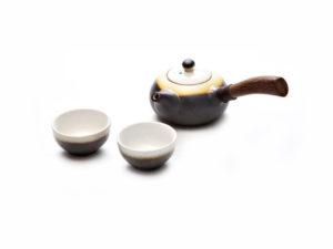 Keramikinis arbatinukas su puodeliais žaliai arbatai